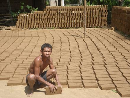 Kerajinan Batu Bata Desa Ngentrong